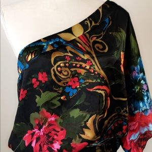 Tops - Beautiful island blouse. Excellent condition.